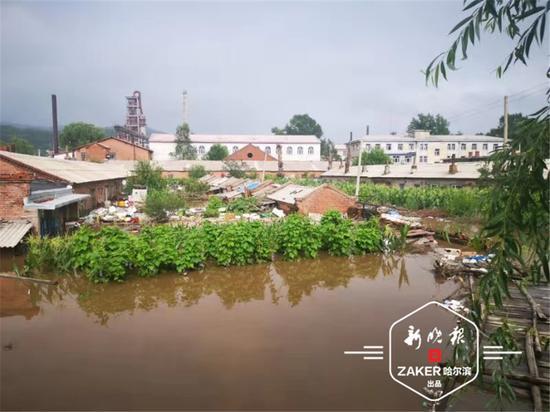 村内已经停电、停水 ,手机网络没有信号,与外界无法联系。