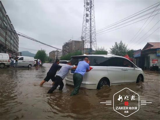 经过积极实救,截至 30 日下午,发现的被困人员均已救出。