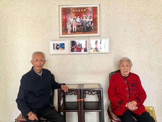 邱岳泰是第一代大庆石油人,现在,他全家15口人中,有13人曾经或正在大庆油田工作。澎湃新闻记者 赵实 摄