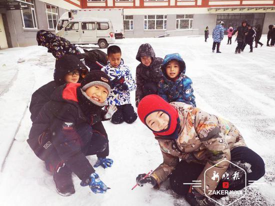 有雪相伴不嗨都难!雪落下的声音那是孩子们的笑声