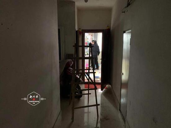 凌晨供热管线跑水 哈尔滨市一居民家被淹三部电梯失灵