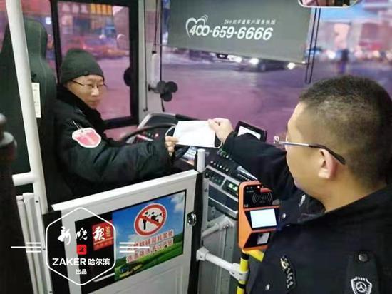 哈市公交线路每圈都消毒 扶手杆、座椅扶手等重点消毒