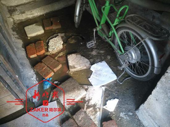 哈尔滨市和平路81—10号:楼道内污水横流已超一周