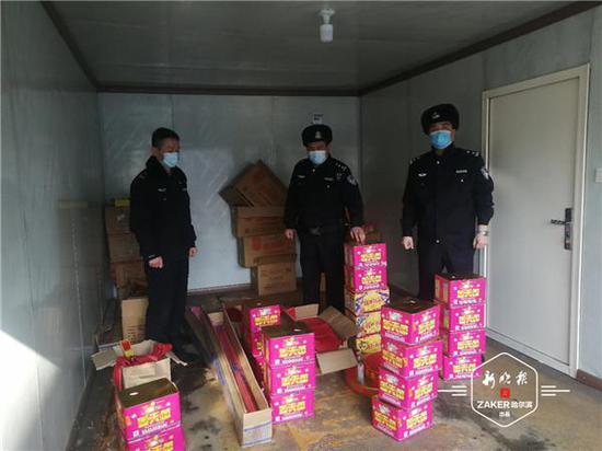 道里区236家沿街商铺提醒:禁止非法燃放贩卖烟花爆竹