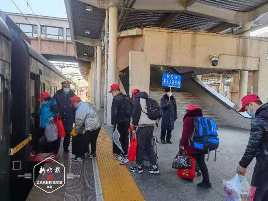龙江首趟返岗列车出发 百余名务工人员前往浙江省复工