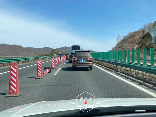 祭扫、自驾游走哈牡高速的注意修路,小心驾驶!