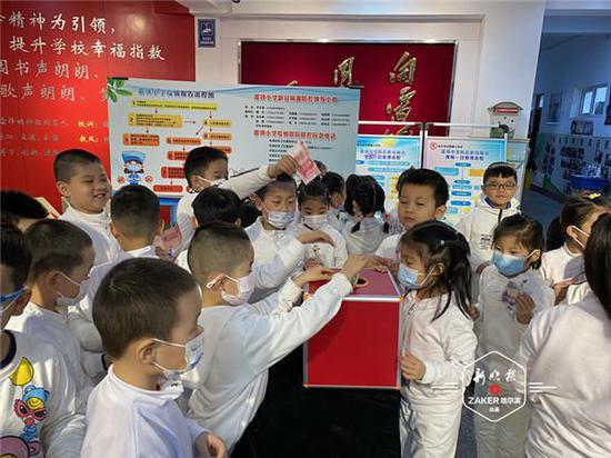 雷鋒小(xiao)學(xue)全體師生兩天為患ji)籽 bing)小(xiao)伙伴籌得(de)治病(bing)善款12萬余元