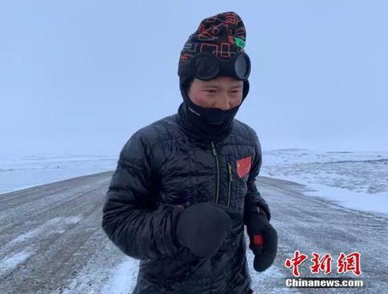 白斌在寒风中奔跑 受访者供图