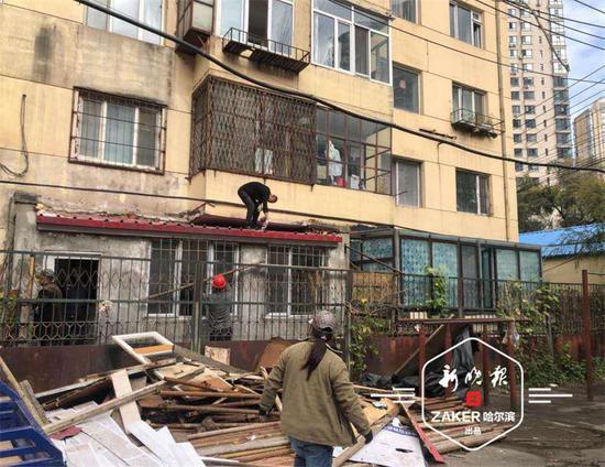 敞亮了 哈尔滨市道里区一天拆违13处 面积300余平方米