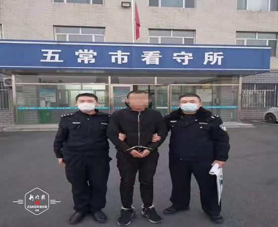 逃了一年的小偷在山东网吧刚一出现 龙江民警就赶到了