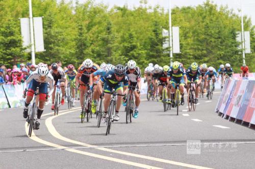 有来自法国、俄罗斯、伊朗等国家及全国14支商业车队,150名自行车运动员,以及200名全省业余自行车爱好者参赛。