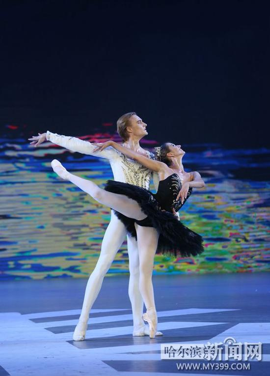 芭蕾舞《天鹅湖》选段