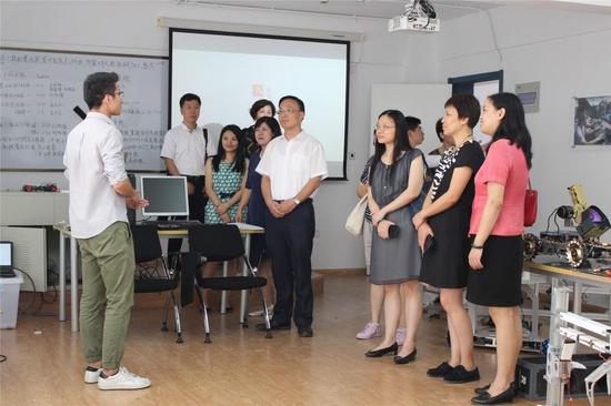 SBC机器人社团学生代表现场讲解
