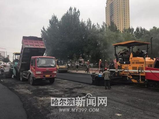 滨北街大修工程——摊铺沥青混凝