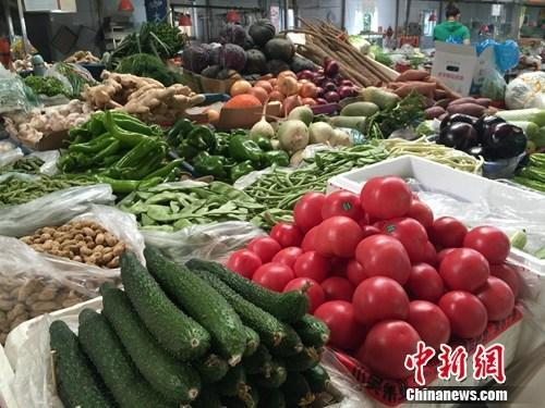 菜市场上的各种蔬菜。