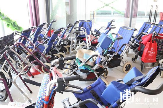 年轻患者脱离的轮椅。东北网记者 迟亦达 摄