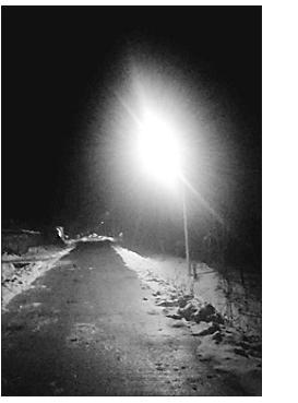 对面城村的路灯亮了