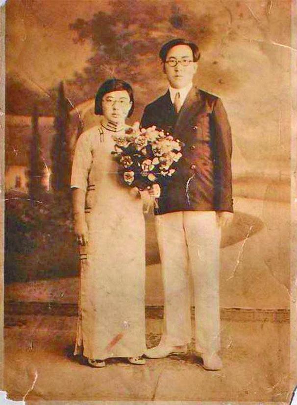 张甲洲与爱人刘向书结婚照