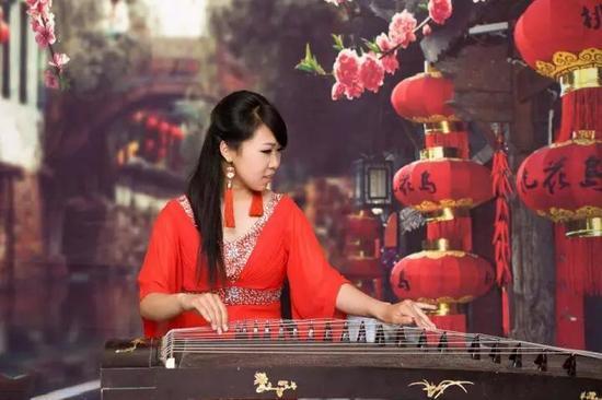 哈尔滨23岁女主播教古筝月入上万 光鲜背后却是这样