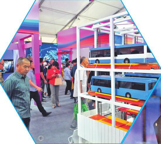 ①新能源公交车立体车库模型。