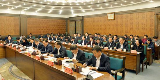 省扶贫开发领导小组成员单位主要负责同志参加会议。徐旭 摄