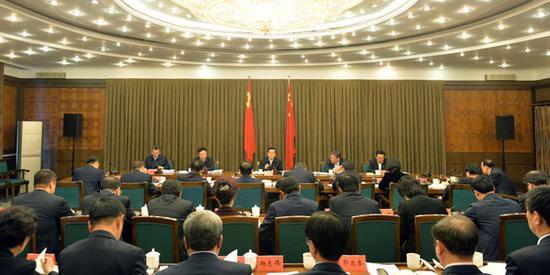 张庆伟主持召开省扶贫开发领导小组2019年第2次会议。徐旭 摄