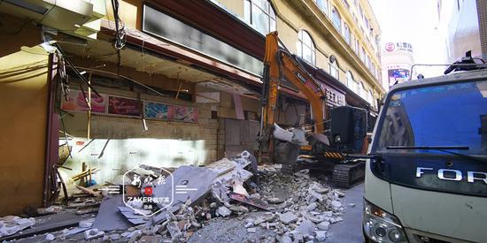 """""""远大""""侧街的外卖窗口清了 特色大腰子等31处违建被拆"""