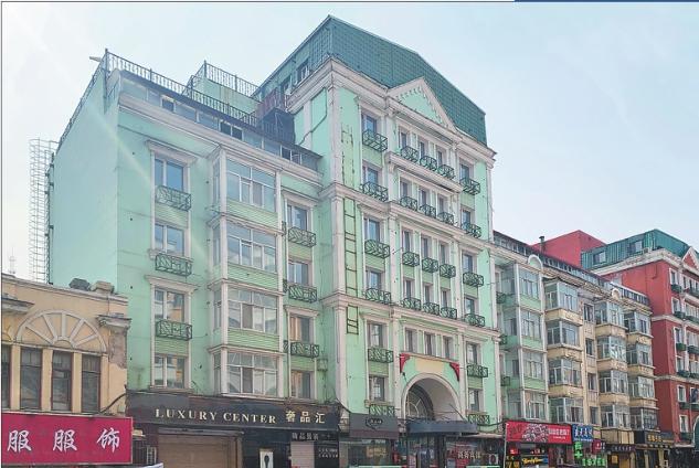 建筑立面粉刷前实景图。