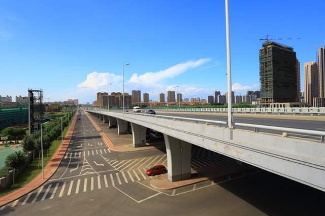 哈尔滨市东二环高架桥11月底贯通 明年8月工程竣工
