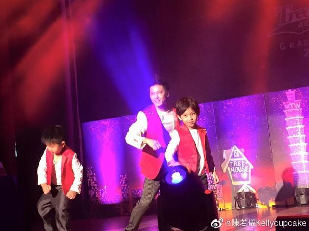 四年前,林志颖与Kimi在毕业典礼上帅气舞动
