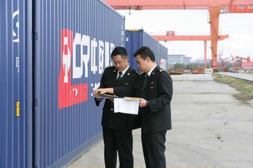 哈尔滨海关为中欧班列提供高效监管服务。