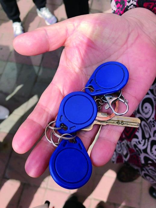 带三个钥匙扣出门