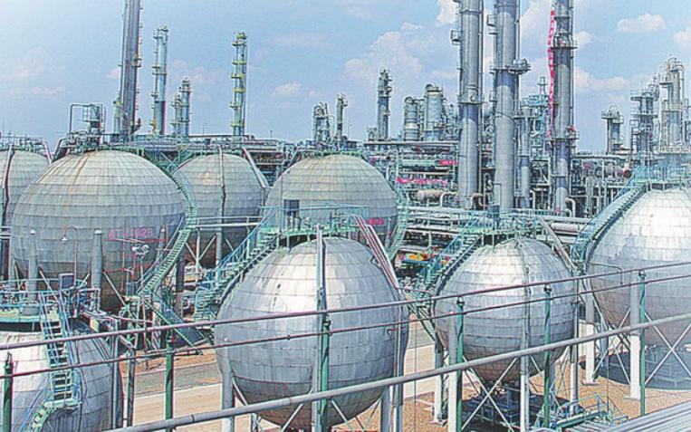 现代化的乙烯装置区。