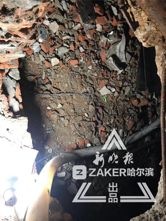 水泵房地下被打出一个坑