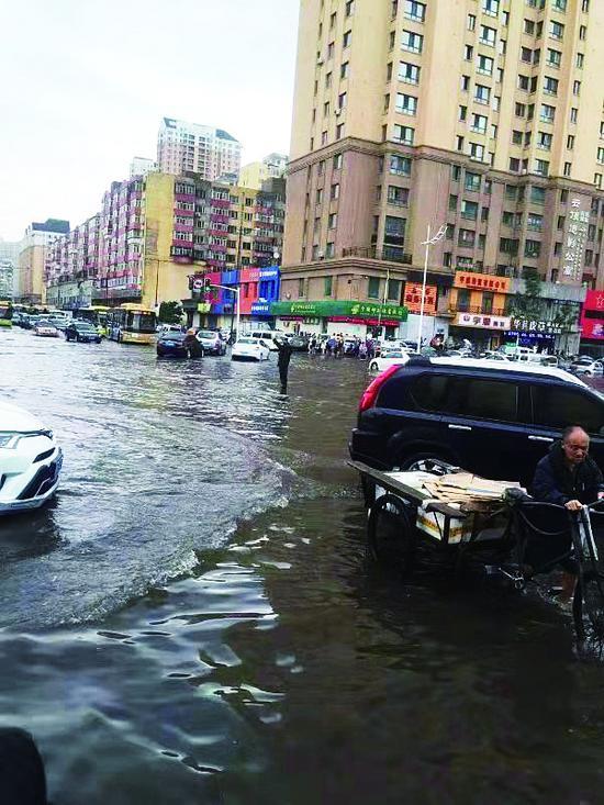 冰城道外区雨后积水交警部门提供