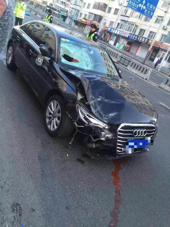 经过急救人员检查确认,老人已经不幸遇难。肇事车辆留在现场,司机不知去向。