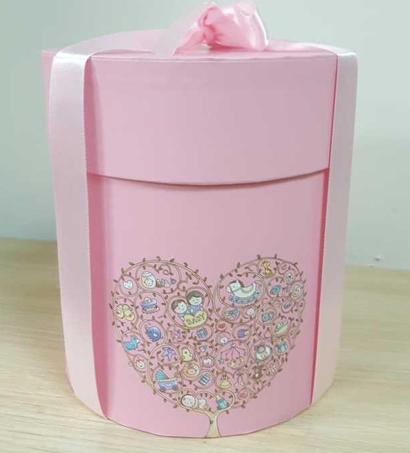 赵又廷送出礼盒蛋糕庆祝女儿满月