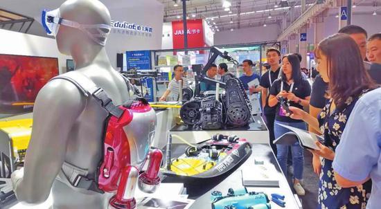 哈工大机器人集团60余款机器人亮相世界机器人大会