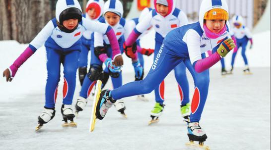 冰城小学生开展冰上运动