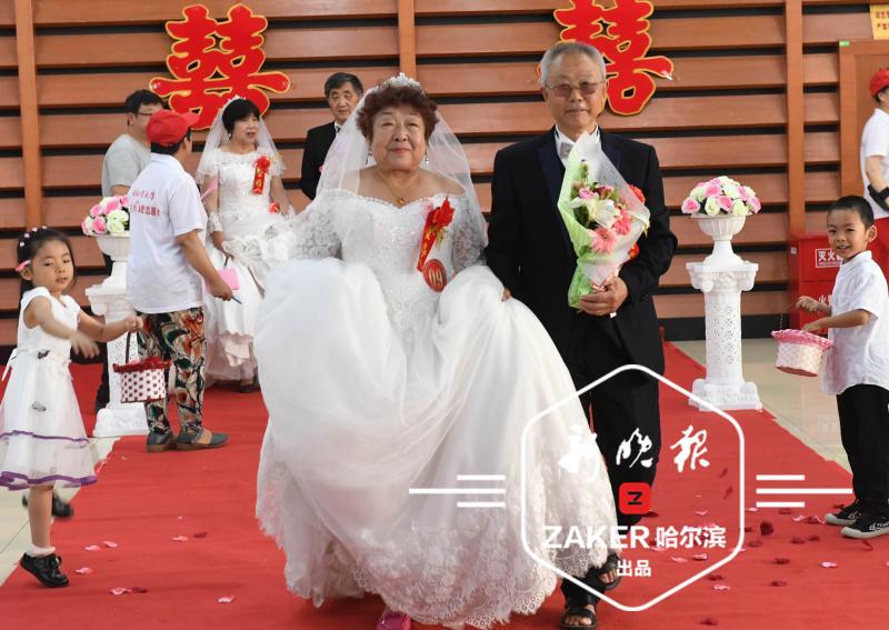 对这些金婚夫妇而言,容颜易老,爱情永恒 ……