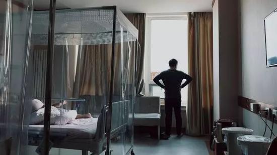 病人家属在白血病病房