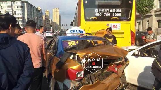 还敢开车玩手机?看看哈尔滨这起触目惊心的事故