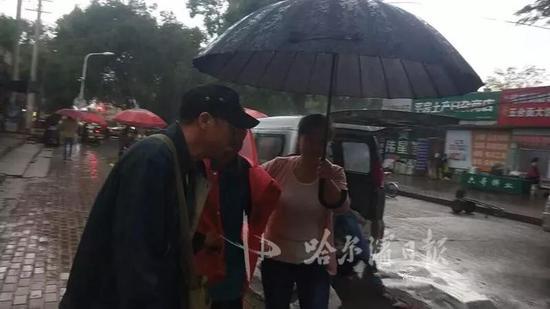 8旬老人迷路担心儿女埋怨 志愿者帮她找到家