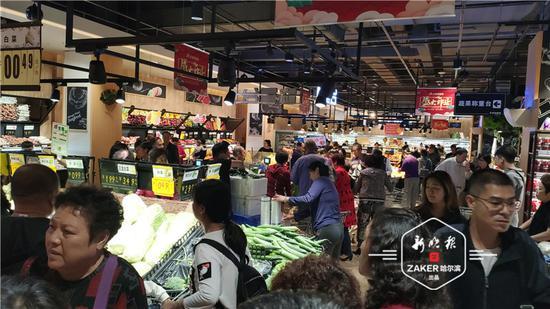 小长假逛吃怎能少得了超市?月饼、水产品销量较高