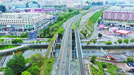俯瞰三座桥。本版图片均由本报记者吴树江张澍摄