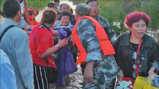 小岭街道王金屯救援现场。哈尔滨市消防部门提供