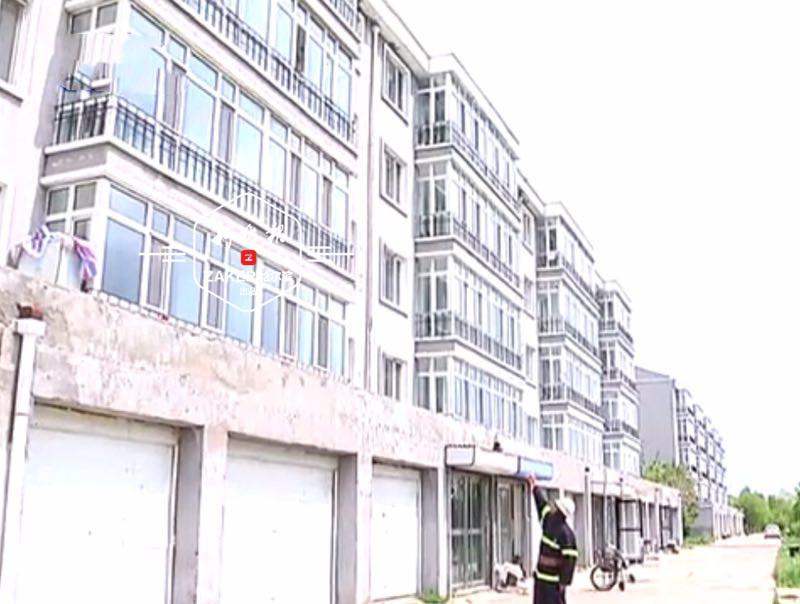 黑龙江3岁男童将自己反锁家中 被救时正爬上窗台张望