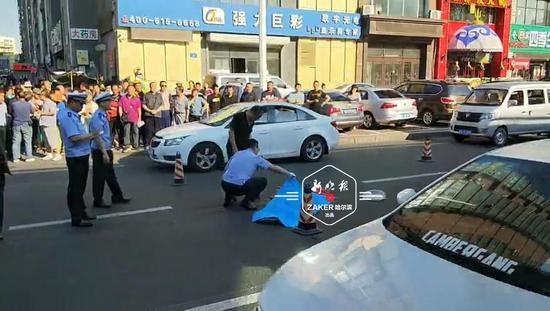 哈尔滨8旬老人过马路被撞身亡 监控揪出肇事车辆