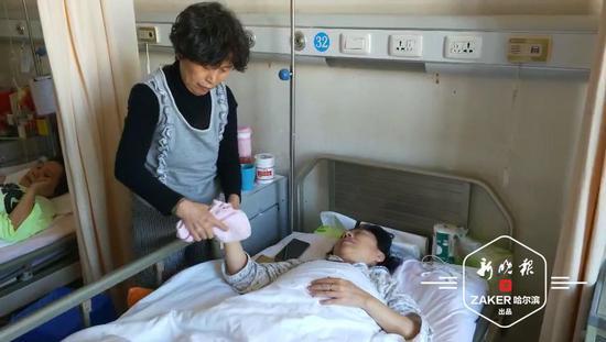 正在住院的丁女士 ↑