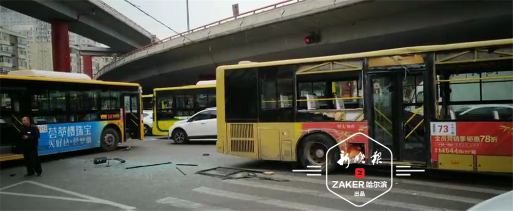 哈尔滨市两辆公交相撞殃及出租车 12名乘客受轻伤